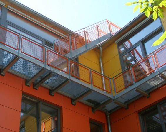 laufgang-mit-treppe.jpg