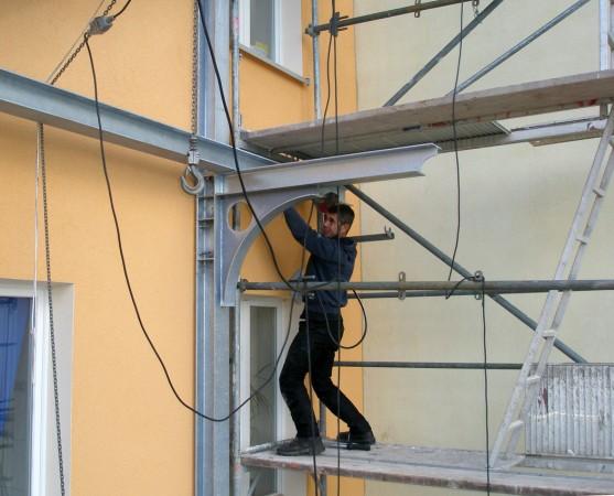 Balkonmontage-Stahlblau