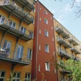Die 16 Balkone haben wir für ein Wohnhaus in Berlin gefertigt. Die Stützen mit Kragträgern wurden durch Dämmung und Mauer verschraubt, und im Dachboden mit den Deckenbalken verbunden. ca. 20 Tonnen Stahl wurden zu 150 qm Balkonfläche verarbeitet. Berlin , 2011