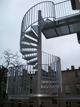 Stahltreppe vorgehängt