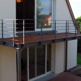 Stahlbalkon 6 x 2 Mtr, mit wasserführendem Holzbelag aus thermisch behandelter Kiefer. Verzinkt und lackiert in DB 702. Entwurf und Umsetzung Stahlblau. August 2013
