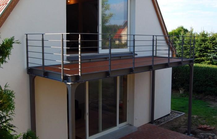 Balkon mit Holzbelag