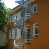 Verzinkte Treppe als Fluchtweg und Dachzugang. Berlin, 2008