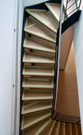 Verzogene Stahltreppe