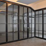 Büroabtrennungen mit Sprossen. Konstruktion aus gewachsten Stahlrohren. Verglasung VSG. Berlin. 2016